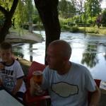 Lekker biertje bij een eetcafe aan de rivier